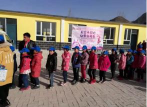 关爱中国行:明一国际走进凌源市胡杖子小学
